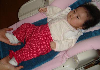 足がよく動く赤ちゃん