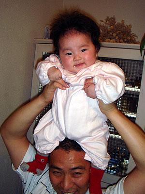頭の上に赤ちゃん