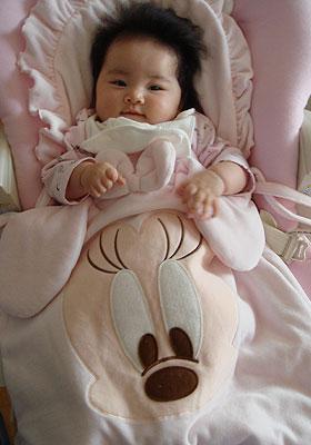 かわいい布団と赤ちゃん