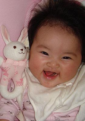 大笑いの赤ちゃん