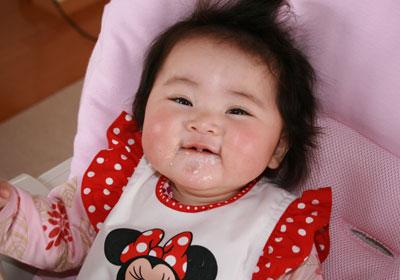 おかゆを食べてます