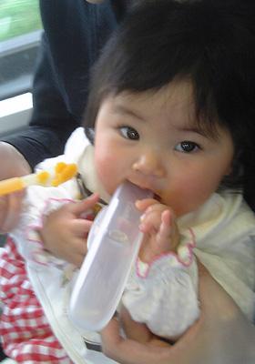 電車の中で離乳食