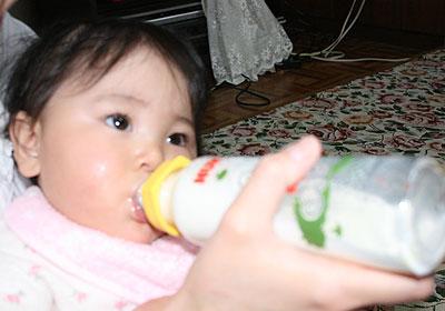 ミルクを飲む七夕ちゃん