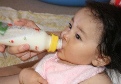 寝る前にミルクを飲んでます